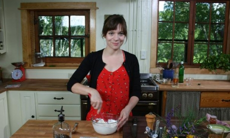Amy Thielen in 'Heartland Table' (photo -- Food Network)