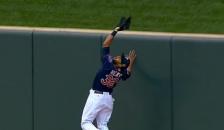 Aaron Hicks robs home run (Screen Shot) Safe 2014-05-27 at 10.13.10 PM