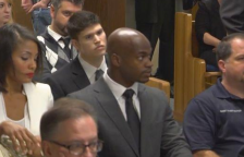 Adrian Peterson in court (KHOU) Twitter Linked 2014-10-22 at 4.17.21 PM