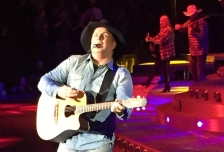 garth brooks minneapolis target center crop