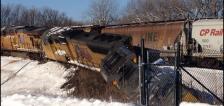 Train derails in Mankato