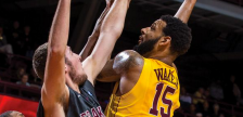 Gophers center Mo Walker