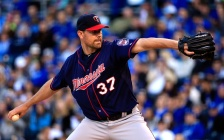 Pelfrey tosses seven scoreless innings as Twins beat Royals.