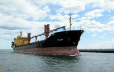 The first saltie of the season arrives in the Duluth-Superior port on April 13, 2015.