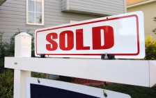 iStock_house-sold-sign-home