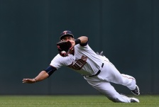 MINNEAPOLIS, MN - MAY 25: Aaron Hicks #32 of the Minnesota Twins makes a catch of the ball hit by Daniel Nava #29 of the Boston Red Sox in center field during the second inning of the game on May 25, 2015 at Target Field in Minneapolis, Minnesota. (Photo by Hannah Foslien/Getty Images)