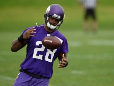 EDEN PRAIRIE, MN - JUNE 4: Adrian Peterson #28 of the Minnesota Vikings runs a drill during practice on June 4, 2015 at Winter Park in Eden Prairie, Minnesota. (Photo by Hannah Foslien/Getty Images)