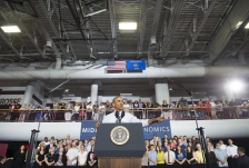 US President Barack Obama speaks about the economy at the University of Wisconsin at La Crosse in La Crosse, Wisconsin, July 2, 2015. AFP PHOTO / SAUL LOEB        (Photo credit should read SAUL LOEB/AFP/Getty Images)