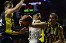 Fenerbahce Ulker's Serbian forward Nemanja Bjelica (R) and Fenerbahce Ulker's Czech forward Jan Vesely (L) vie withReal Madrid's Mexican center Gustavo Ayon during the Euroleague Final Four basketball semi-final match Real Madrid vs Fenerbahce Ulker Istambul at the Palacio de los Deportes in Madrid on May 15, 2015.  AFP PHOTO / JAVIER SORIANO        (Photo credit should read JAVIER SORIANO/AFP/Getty Images)