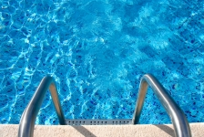 iStock_swimming-pool-ladder-generic