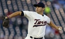 Minnesota Twins pitcher Tommy Milone throws against the Chicago White Sox fitomh the first inning of a baseball game, Wednesday, Sept. 2, 2015, in Minneapolis. (AP Photo/Jim Mone)