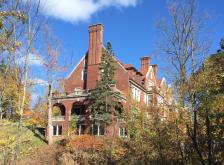glensheen-mansion-side-view-fall