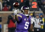 Minnesota Vikings quarterback Teddy Bridgewater (5) throws during the first half of an NFL football game against the New York Giants, Sunday, Dec. 27, 2015, in Minneapolis. (AP Photo/Andy Clayton-King)