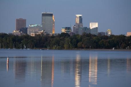 flickr-lake-calhoun-evening-minneapolis-skyline-downtown