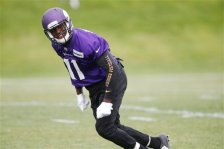 Minnesota Vikings rookie wide receiver Laquon Treadwell takes part in a passing drill during the NFL football team's mini-camp Tuesday, June 14, 2016, in Eden Prairie, Minn.  (AP Photo/Jim Mone)