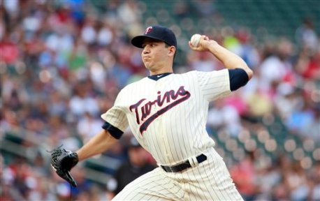 Minnesota Twins starting pitcher Tommy Milone (33) delivers during the first inning of an baseball game against the Chicago White Sox, Saturday, July 30, 2016, in Minneapolis. (AP Photo/Paul Battaglia)