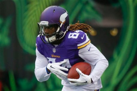 Minnesota Vikings wide receiver Cordarrelle Patterson runs the ball during practice before an preseason NFL football game against the Cincinnati Bengals, Friday, Aug. 12, 2016, in Cincinnati. (AP Photo/Gary Landers)