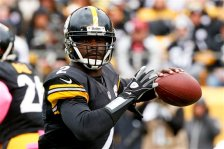 Pittsburgh Steelers quarterback Mike Vick (2) passes against the Arizona Cardinals in the first quarter an NFL football game against the Arizona Cardinals, Sunday, Oct. 18, 2015 in Pittsburgh. (AP Photo/Gene J. Puskar)