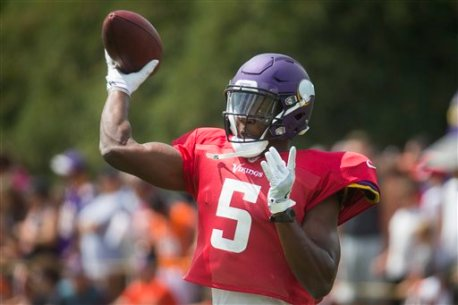 Minnesota Vikings quarterback Teddy Bridgewater participates in a joint NFL football practice with the Minnesota Vikings, Wednesday, Aug. 10, 2016, in Cincinnati. (AP Photo/John Minchillo)