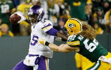 Minnesota Vikings' Teddy Bridgewater tries to get away from Green Bay Packers' Clay Matthews (52) during the first half an NFL football game Sunday, Jan. 3, 2016, in Green Bay, Wis. (AP Photo/Mike Roemer)
