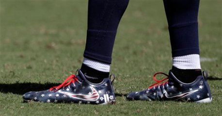 Tennessee Titans linebacker Avery Williamson wears shoes honoring victims of the 9/11 attacks in the second half of an NFL football game against the Minnesota Vikings Sunday, Sept. 11, 2016, in Nashville, Tenn. (AP Photo/James Kenney)