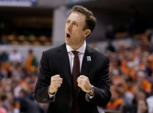 Minnesota's head coach Richard Pitino reacts to a play in the first half of an NCAA college basketball game against Illinois at the Big Ten Conference tournament, Wednesday, March 9, 2016, in Indianapolis. (AP Photo/Michael Conroy)