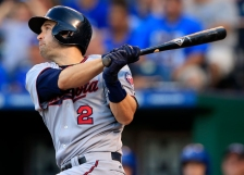 Minnesota Twins' Brian Dozier hits a solo home run off Kansas City Royals starting pitcher Dillon Gee during the first inning of a baseball game at Kauffman Stadium in Kansas City, Mo., Thursday, Aug. 18, 2016. (AP Photo/Orlin Wagner)