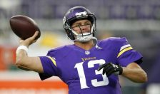 Minnesota Vikings quarterback Shaun Hill warms up before an NFL preseason football game against the Los Angeles Rams, Thursday, Sept. 1, 2016, in Minneapolis. (AP Photo/Andy Clayton-King)