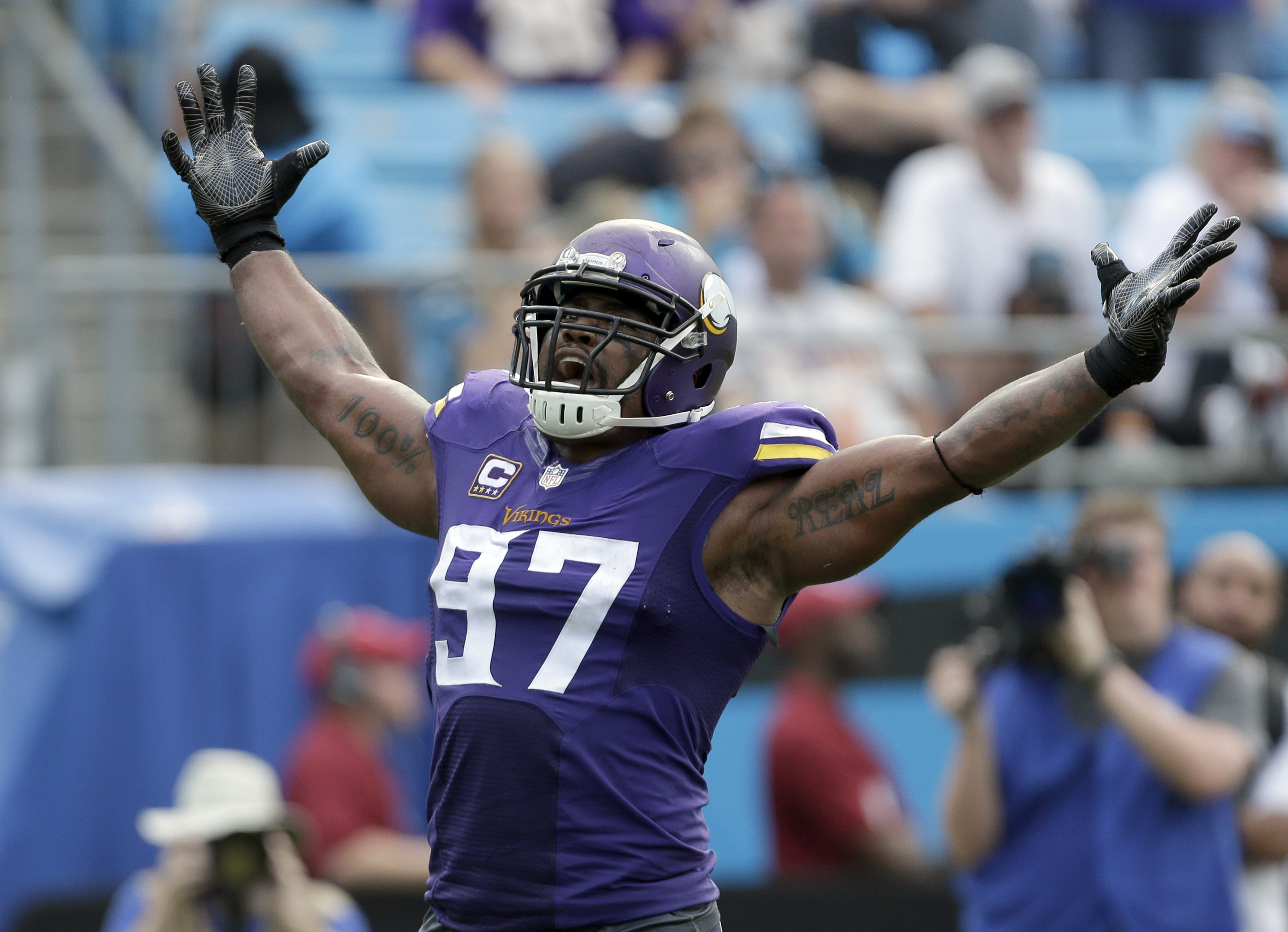 Griffen named NFC Defensive Player of Week
