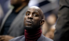 Minnesota Timberwolves forward Kevin Garnett sits behind the bench during the first half of an NBA basketball game against the Washington Wizards, Friday, March 25, 2016, in Washington. (AP Photo/Alex Brandon)