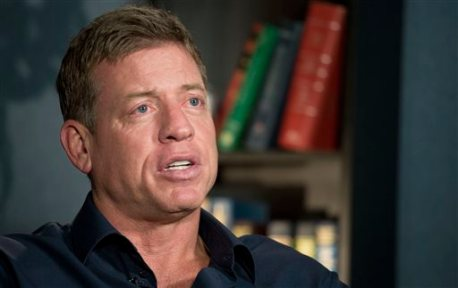 """Former Dallas Cowboys quarterback Troy Aikman talks during an interview with The Associated Press, Wednesday, Jan. 27, 2016, in New York. If Cam Newton has the type of Super Bowl debut Aikman did, the Carolina Panthers will be in good shape for the Super Bowl. Newton will be making his first appearance in the Super Bowl next month against Denver Broncos quarterback Peyton Manning, who is playing in the big game for the fourth time. """"I feel that experience is often times overrated because of my own experience,"""" said Aikman, who 22 of 30 for 273 yards and four touchdown passes as the Most Valuable Player of Super Bowl 27 when the Cowboys routed the Buffalo Bills 52-17. (AP Photo/Mark Lennihan)"""