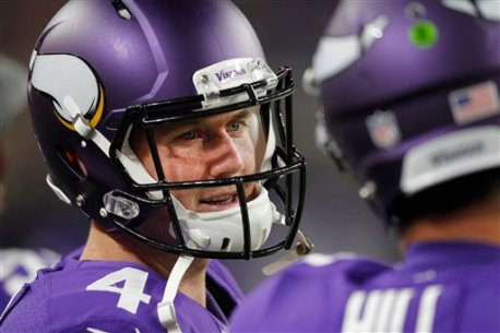 Minnesota Vikings quarterback Brad Sorensen, left, talks with teammate Shaun Hill, right, during the first half of an NFL preseason football game against the Los Angeles Rams Thursday, Sept. 1, 2016, in Minneapolis. (AP Photo/Andy Clayton-King)