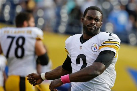 Pittsburgh Steelers quarterback Mike Vick stretches during warmups before the San Diego Chargers play the Pittsburgh Steelers in an NFL football game Monday, Oct. 12, 2015, in San Diego. (AP Photo/Lenny Ignelzi)