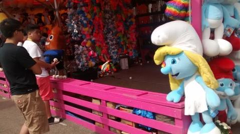 Smurf watching toss